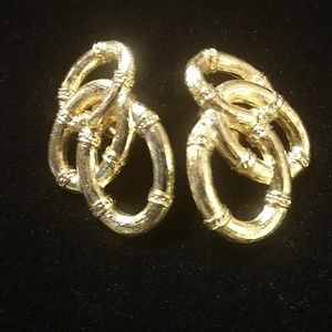 Vintage earrings $6 OR ~ANY 5 $6 ITEMS FOR $20!!!~